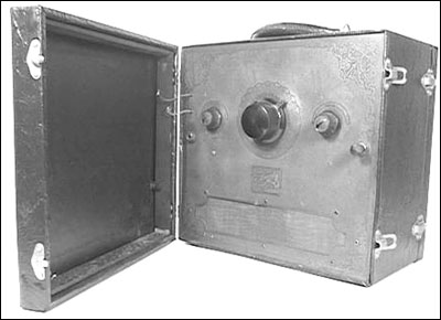 A front view of the Automatic Radio Manufacturing Company Tom Thumb portable