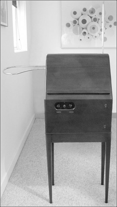 Mark McKeown's restored RCA Theremin