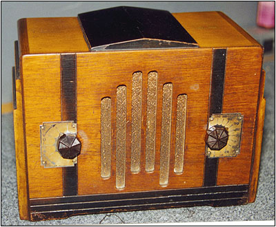 This small 4-tube AC/DC TRF radio