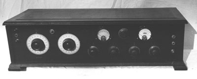 The panel view of a battery-operated superhet.