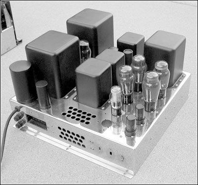 View of the power supply/power amplifier chassis