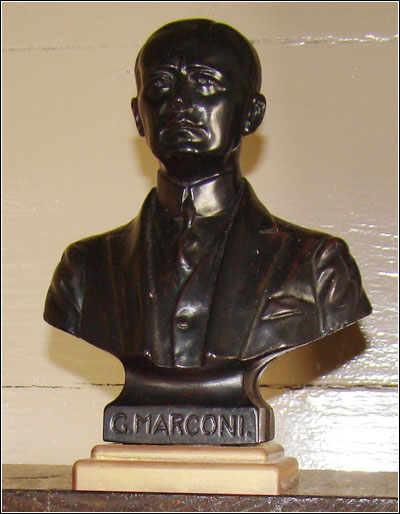 A bust of Marconi