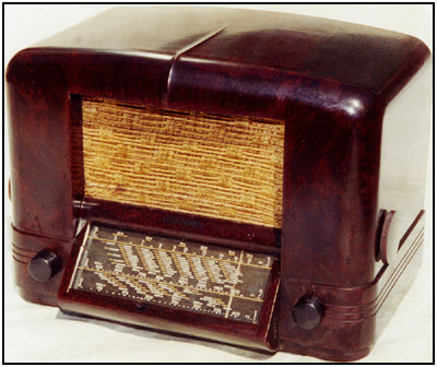 The 1940 RCA Model 5Q8 multiband radio