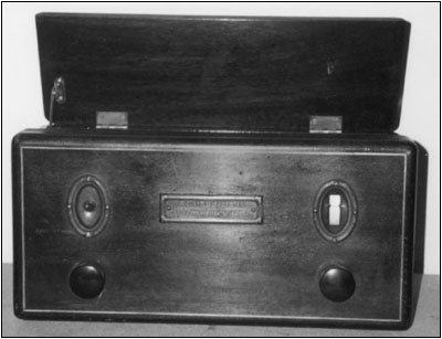A front view of the RCA Radiola 16