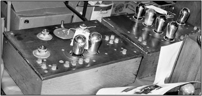 Westinghouse 2-tube receiver and its companion 5-tube amplifier