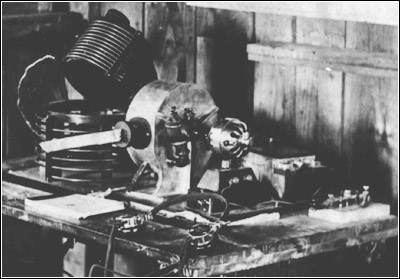 The World War I era wireless transmitter