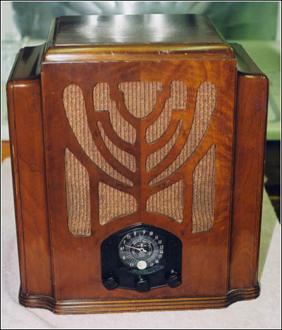 A Remler Model 88, a hi-fi, 10-tube radio from 1935