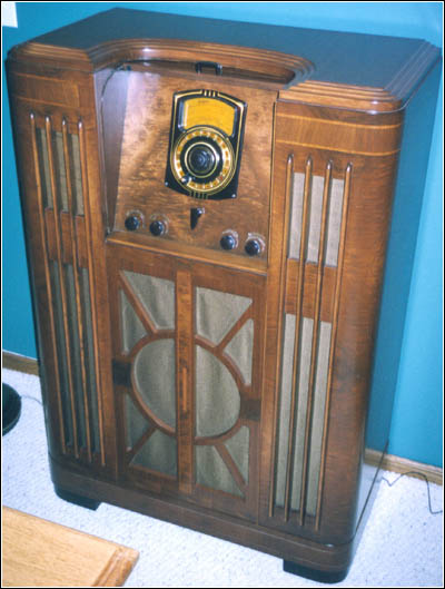 Philco 38-690 with the roll-cover open