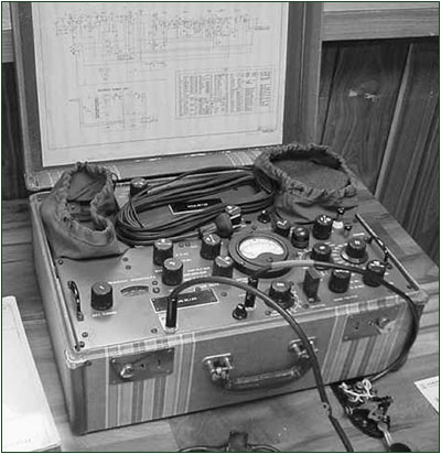 "PRC-1 ""Suitcase"" spy transmitter"