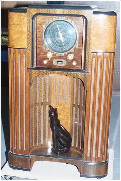 The other high-end radio in the auction