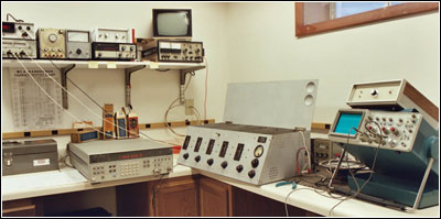 Test bench and the equipment
